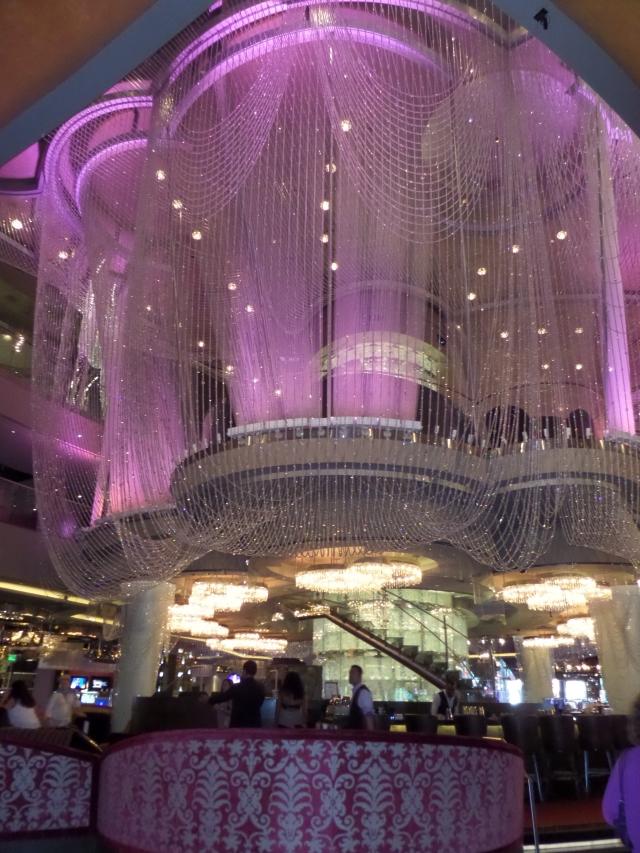 passeie pelos hotéis mais legais de las vegas the cosmopolitan the chandelier